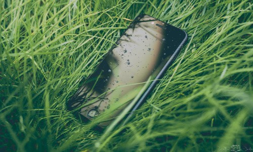 Give your hiker a waterproof case for their smartphone as a gift.